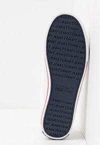 Tommy Jeans - LOWCUT ESSENTIAL - Trainers - white