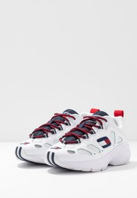 Tommy Jeans - WMNS NEVIS 1C4 - Trainers - white - 4