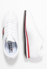 Tommy Jeans - WMNS RETRO FLAG SNEAKER - Baskets basses - white - 3