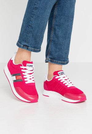 Trainers - blush red