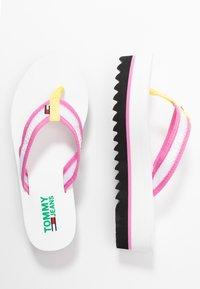 Tommy Jeans - RECYCLED MID BEACH SANDAL - Sandály s odděleným palcem - white - 3