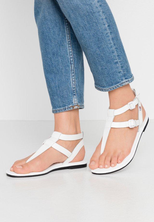 FLAT SANDAL - Sandaler m/ tåsplit - white