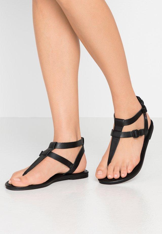 FLAT SANDAL - Sandaler m/ tåsplit - black