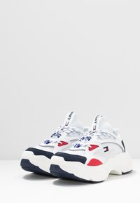 Tommy Jeans - WMNS FASHION CHUNKY RUNNER - Sneakers laag - red/white/blue - 4
