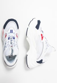 Tommy Jeans - WMNS FASHION CHUNKY RUNNER - Sneakers laag - red/white/blue - 3
