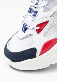 Tommy Jeans - WMNS FASHION CHUNKY RUNNER - Sneakers laag - red/white/blue - 2
