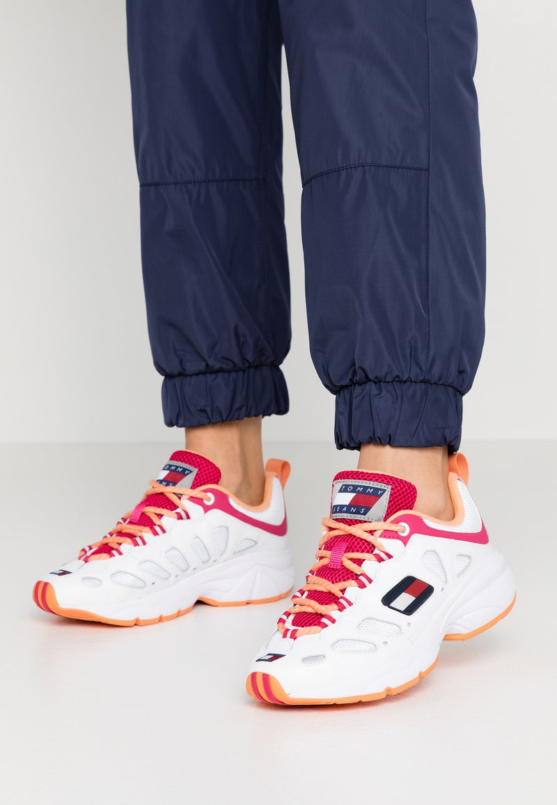 Tommy Jeans - WMNS NEVIS 1C5 - Sneakers laag - white