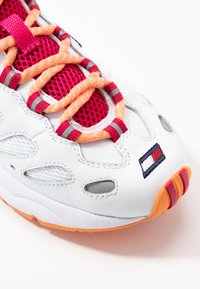 Tommy Jeans - WMNS NEVIS 1C5 - Sneakers laag - white - 2