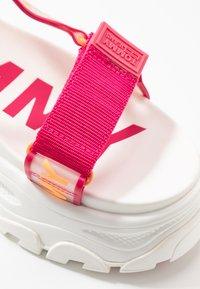 Tommy Jeans - POP COLOR HYBRID SANDAL - Platform sandals - blush red - 2