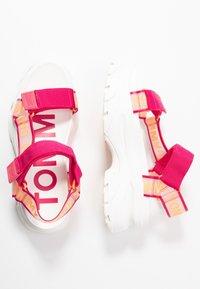 Tommy Jeans - POP COLOR HYBRID SANDAL - Platform sandals - blush red - 3