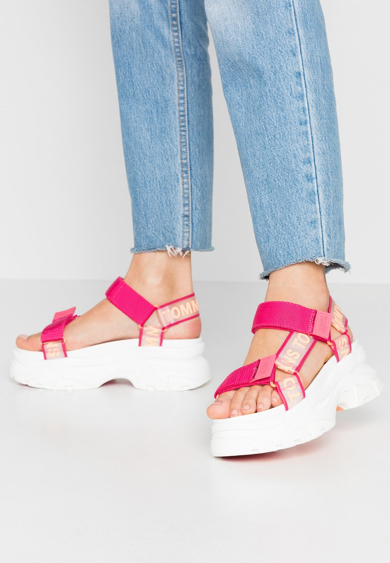 Tommy Jeans - POP COLOR HYBRID SANDAL - Platform sandals - blush red