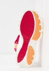 Tommy Jeans - POP COLOR HYBRID SANDAL - Platform sandals - blush red - 6