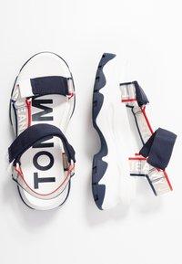 Tommy Jeans - POP COLOR HYBRID SANDAL - Platform sandals - twilight navy - 3