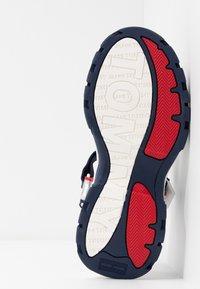 Tommy Jeans - POP COLOR HYBRID SANDAL - Platform sandals - twilight navy - 6