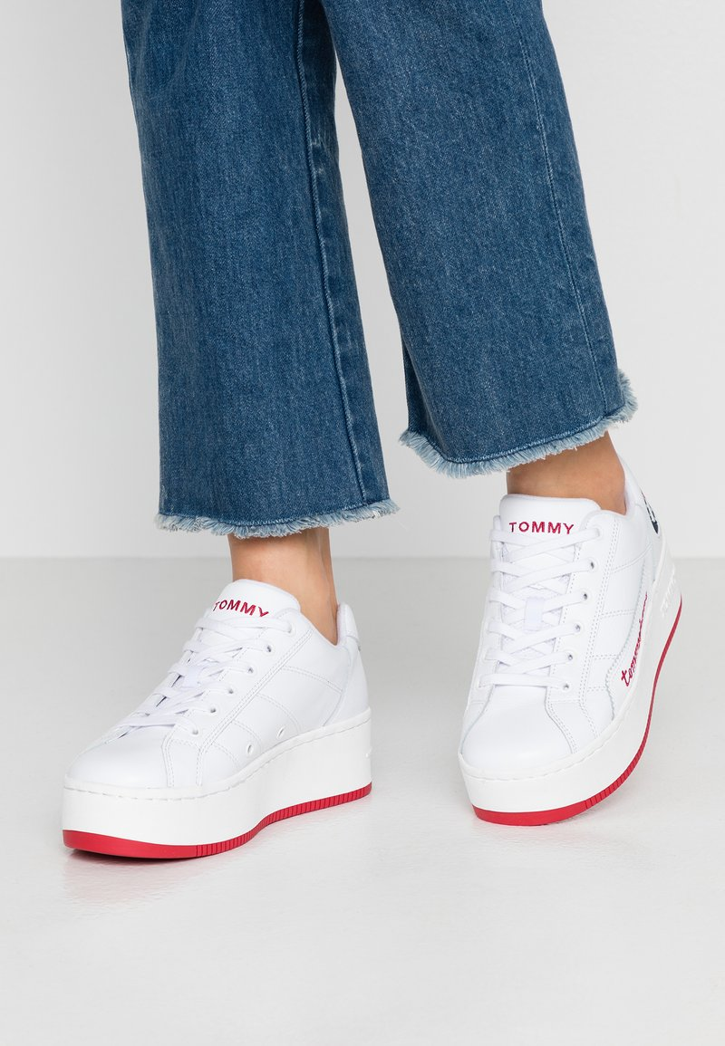 Tommy Jeans - RETRO ICON SNEAKER - Trainers - white