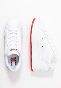 Tommy Jeans - RETRO ICON SNEAKER - Trainers - white - 3