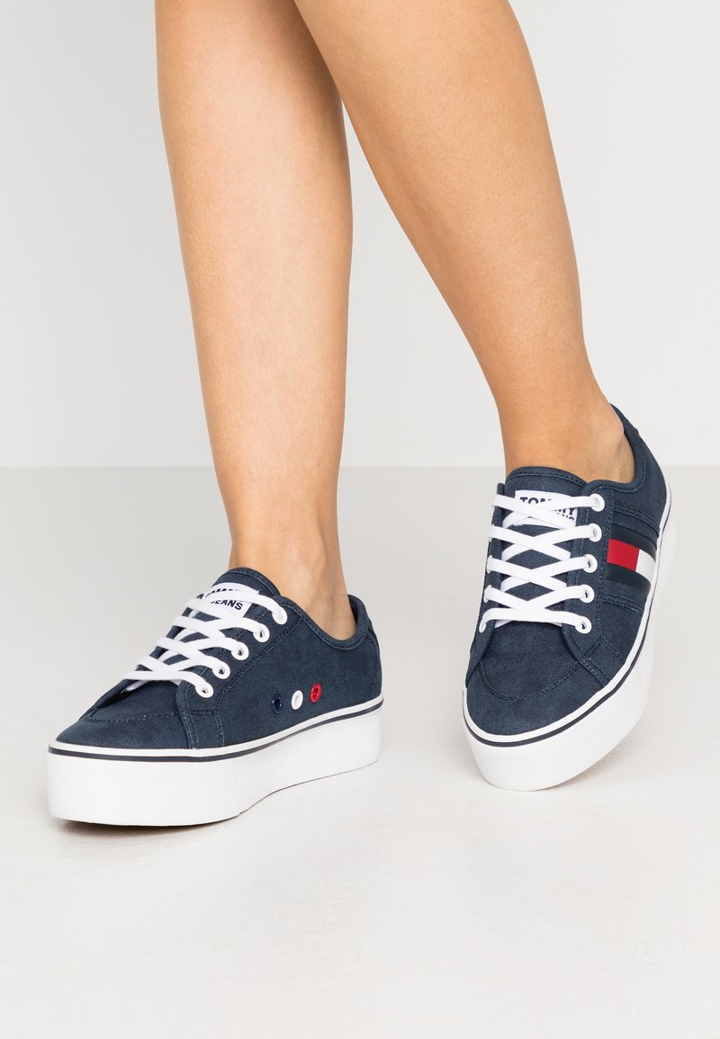 Tommy Jeans - FLATFORM FLAG  - Trainers - twilight navy