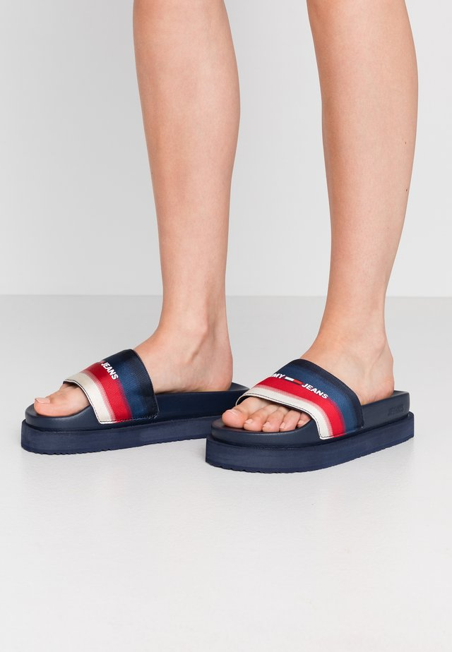 DEGRADE FLATFORM POOL SLIDE - Klapki - twilight navy