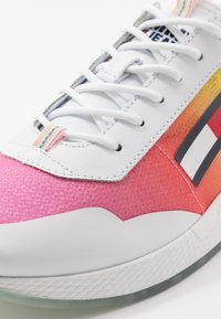 Tommy Jeans - DEGRADE FLEXI  - Sneakers laag - pink daisy - 6