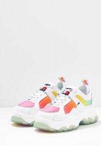 Tommy Jeans - DEGRADE FLATFORM SHOE - Sneakersy niskie - white - 4