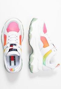 Tommy Jeans - DEGRADE FLATFORM SHOE - Sneakersy niskie - white - 3