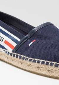 Tommy Jeans - CHUNKY TAPE ESPADRILLE - Espadrilles - twilight navy - 2