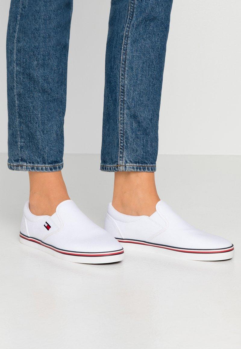 Tommy Jeans - ESSENTIAL SLIP ON SNEAKER - Slip-ons - white