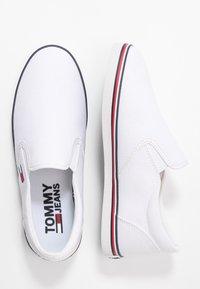 Tommy Jeans - ESSENTIAL SLIP ON SNEAKER - Slip-ons - white - 3