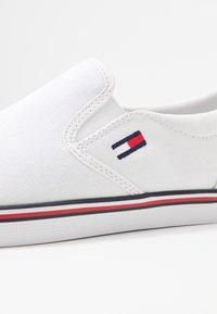 Tommy Jeans - ESSENTIAL SLIP ON SNEAKER - Slip-ons - white - 2