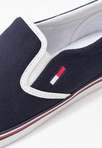 Tommy Jeans - ESSENTIAL SLIP ON SNEAKER - Nazouvací boty - twilight navy - 2