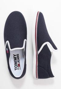 Tommy Jeans - ESSENTIAL SLIP ON SNEAKER - Nazouvací boty - twilight navy - 3