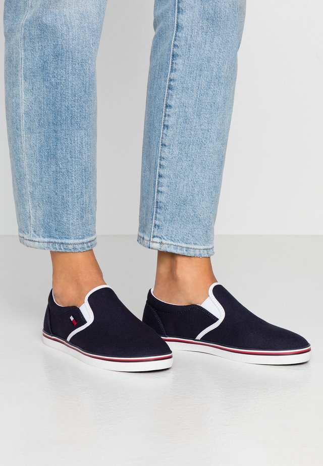 ESSENTIAL SLIP ON SNEAKER - Nazouvací boty - twilight navy