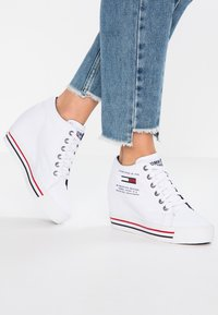 Tommy Jeans - WEDGE CASUAL - Sneakers high - white - 0