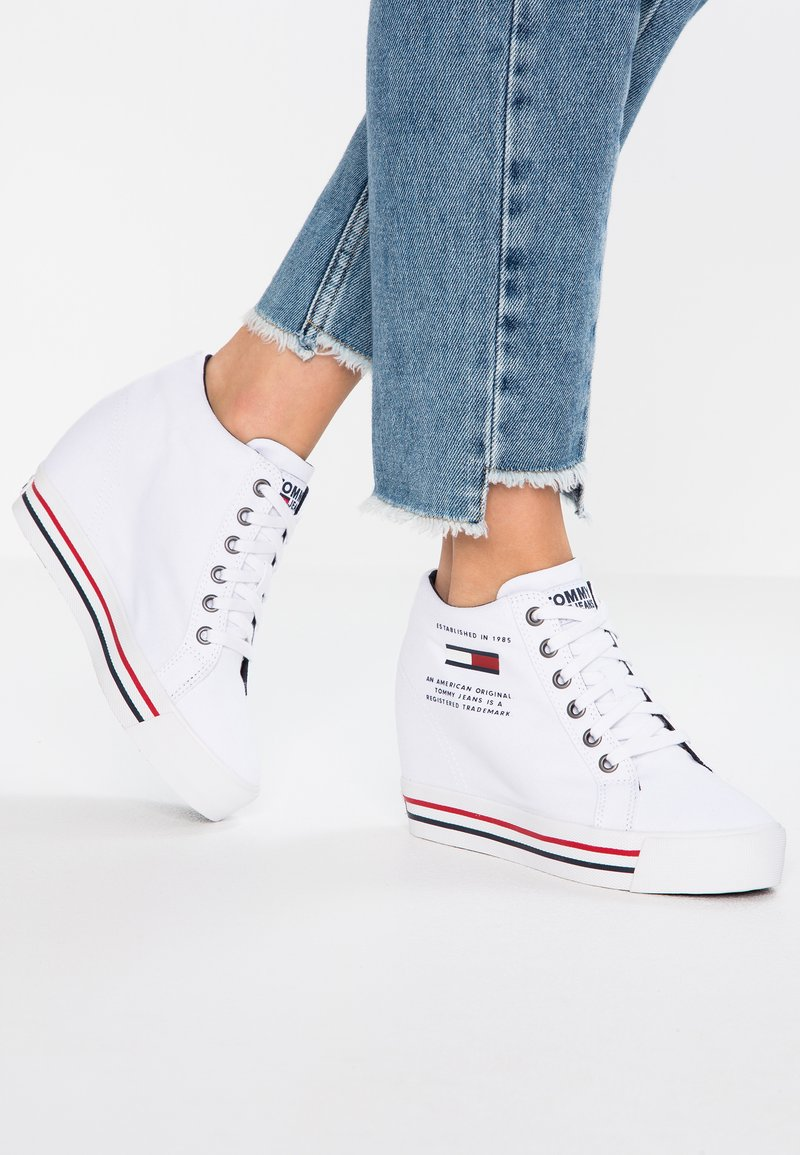 Tommy Jeans - WEDGE CASUAL - Sneakers high - white