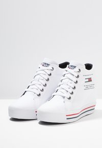 Tommy Jeans - WEDGE CASUAL - Sneakers high - white - 4