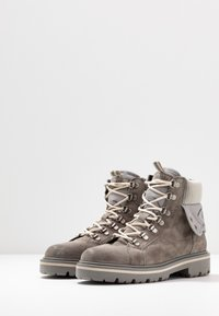 Tommy Jeans - REFLECTIVE DETAIL LACE UP BOOT - Lace-up ankle boots - grey - 4