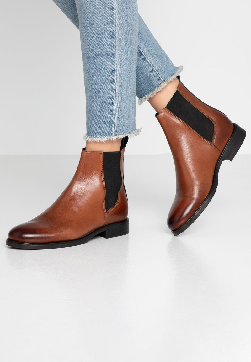 Tommy Jeans - PIN LOGO CHELSEA BOOT - Stiefelette - brown