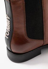 Tommy Jeans - GENNY 20A1 - Støvletter - brown - 2