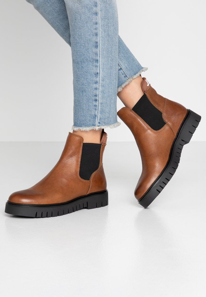 Tommy Jeans - PADDED TONGUE CHELSEA BOOT - Ankle boots - brown