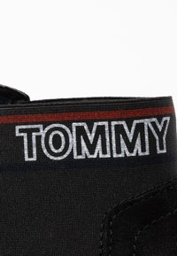 Tommy Jeans - CORPORATE ELASTIC CHELSEA BOOT - Kotníková obuv - black - 2