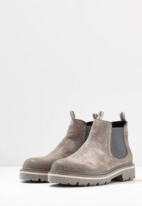 Tommy Jeans - REFLECTIVE DETAIL CHELSEA BOOT - Ankle boots - grey - 4