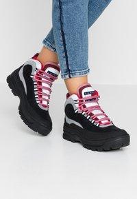 Tommy Jeans - TREKKING FROM THE ARCHIVES - Šněrovací kotníkové boty - black - 0