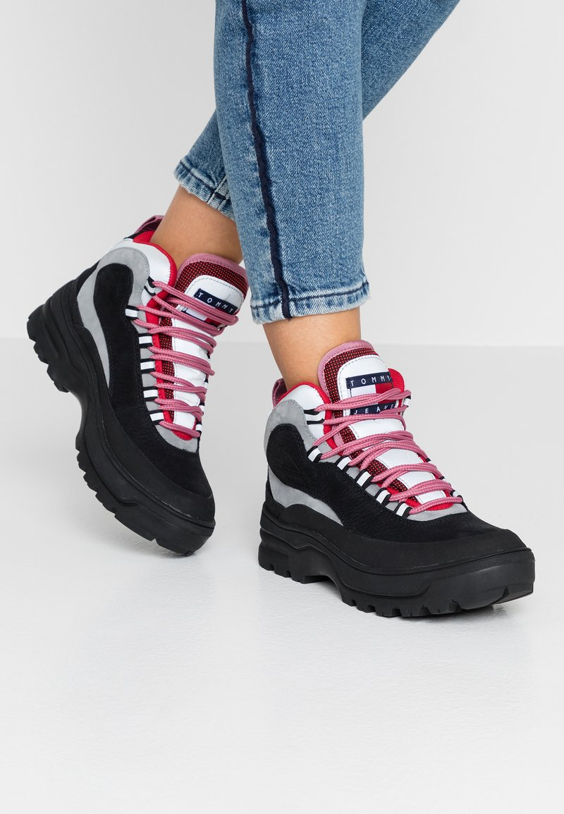 Tommy Jeans - TREKKING FROM THE ARCHIVES - Šněrovací kotníkové boty - black