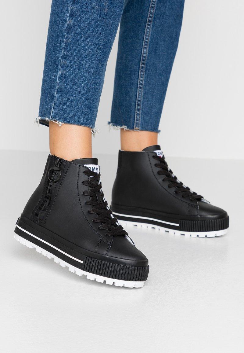 Tommy Jeans - HIGHTOP CLEATED ZIP SNEAKER - Sneaker high - black