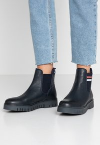 Tommy Jeans - TONGUE TOMMY CHELSEA BOOT - Classic ankle boots - blue - 0