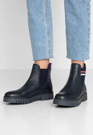 TONGUE TOMMY CHELSEA BOOT - Botki - blue
