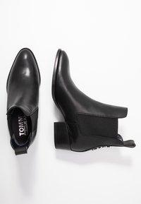 Tommy Jeans - PIN LOGO MID HEEL CHELSEA BOOT - Cowboy-/Bikerlaarsjes - black - 3