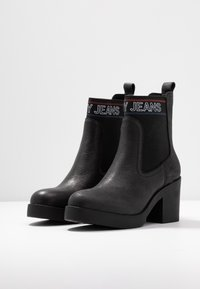 Tommy Jeans - CORPORATE ELASTIC LEATHER BOOT - Ankle boots - black - 4