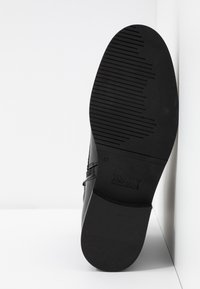 Tommy Jeans - PIN LOGO LACE UP BOOT - Botines con cordones - black - 6