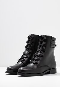 Tommy Jeans - PIN LOGO LACE UP BOOT - Botines con cordones - black - 4